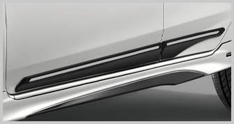 SIDE DOOR MOULDING WITH CHROME LINE
